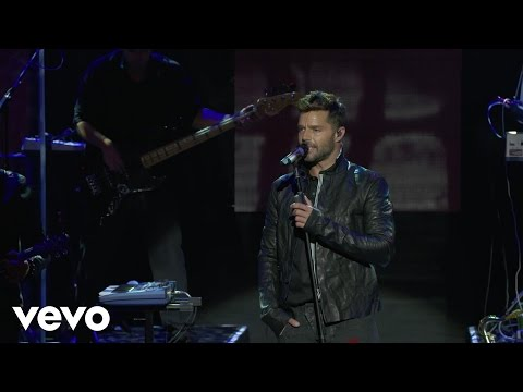 Ricky Martin  Disparo al Corazón   the Hda Stage at the iHeartRadio Theater LA