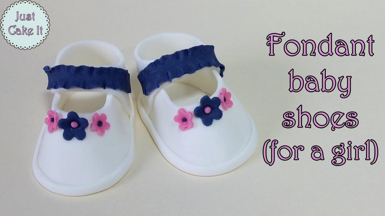 Fondant baby shoes for a girl Buciki z masy cukrowej dla
