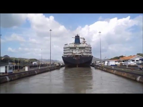 Maxwell takes a Panama Canal cruise and the ship crashes!  2 Jan 2016