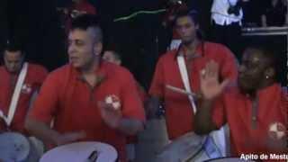 Show de Bateria de Escola de Samba - Música Levada Louca ao som do timbal