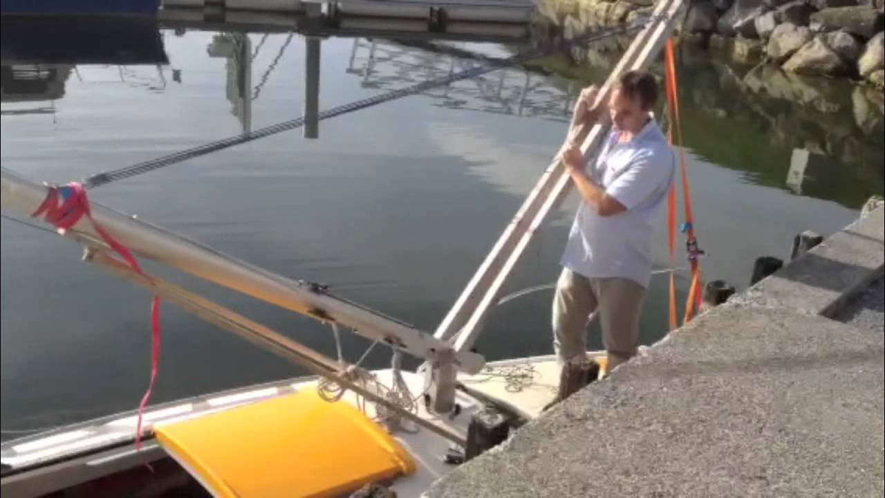 Rigging device for one man to raise and lower a sailboat mast
