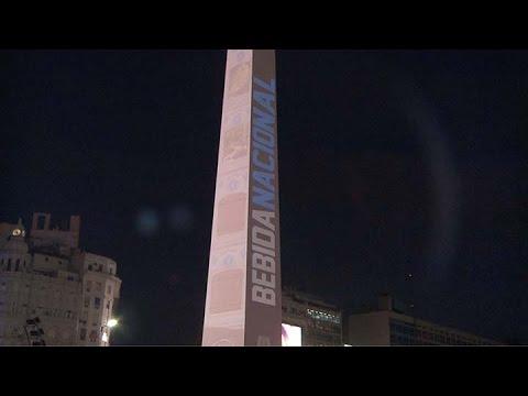 El Obelisco se tiñó de bordó para celebrar el Día Nacional del Vino