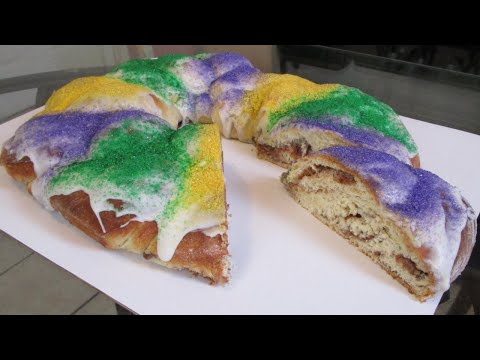 new-orleans-cream-cheese-filled-king-cake