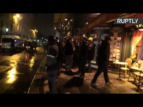 A Paris, des Gilets jaunes manifestent pour la dixième semaine d'affilée