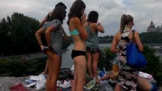 Sexy girls cliff jumping  (1080p)