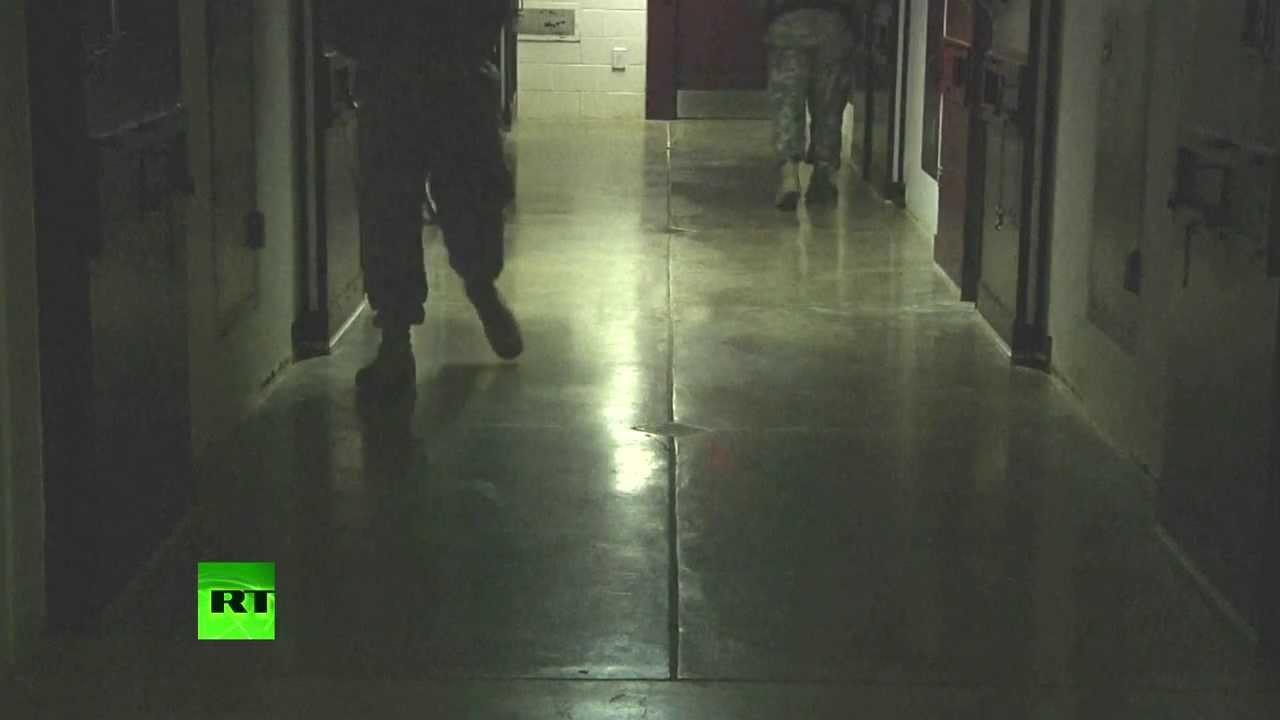 Экс-прокурор в Гуантанамо: У более опасных преступников есть шанс вернуться домой с кучей денег
