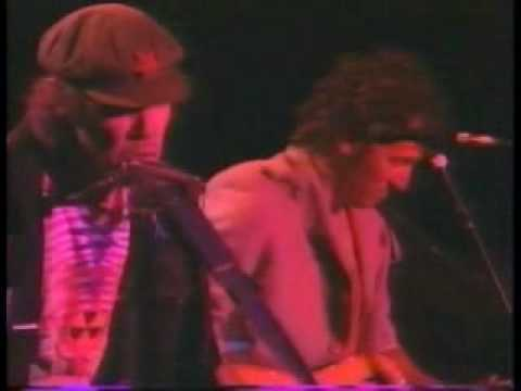 Down By The River Bruce Springsteen and Neil Young 6/14/1989 NY