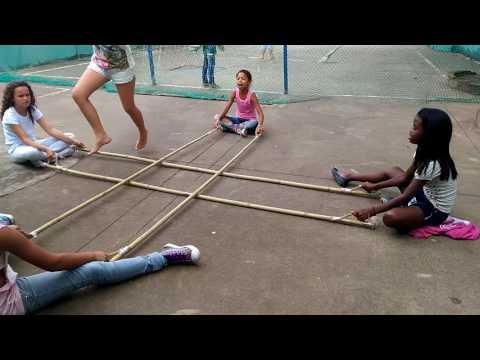 Escravos de Jó com bambus.