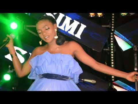 Watch Nigerian singer Simi perform tracks from her brand new album Simisola