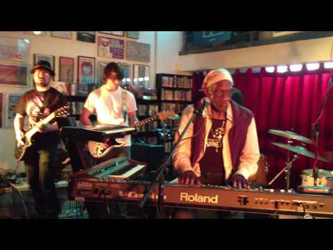Bernie Worrell live with Blackbyrd McKnight at Fingerprints Records in Long Beach 2013 - 2 of 2