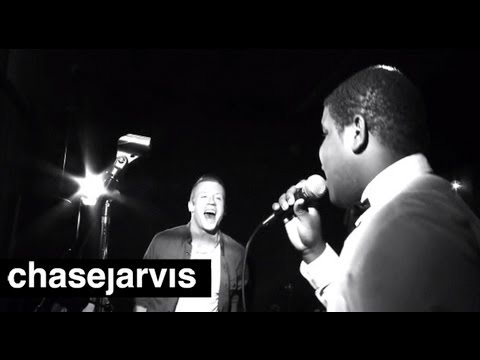 "MACKLEMORE & RYAN LEWIS ""Can't Hold Us"" 