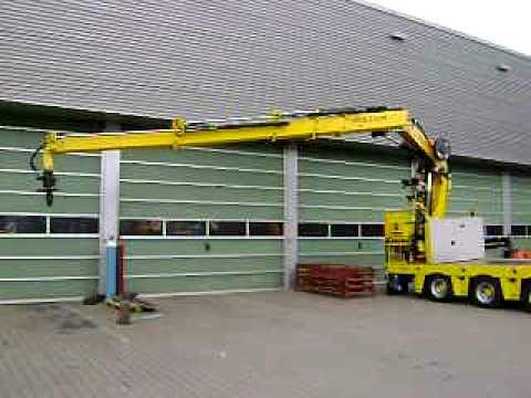 Broshuis 3-axle Semi Lowloader with rolling crane of customer Crane company P&K from Rijssen (NL).