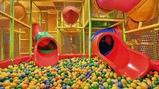 Салют из шариков и огромная 3-этажная детская комната Salute of the balls and a huge 3 storey child(Мы с Миланой побывали в огромной 3-этажной детской комнате, там было очень круто, мы запускали там салют..., 2015-09-15T15:38:53.000Z)