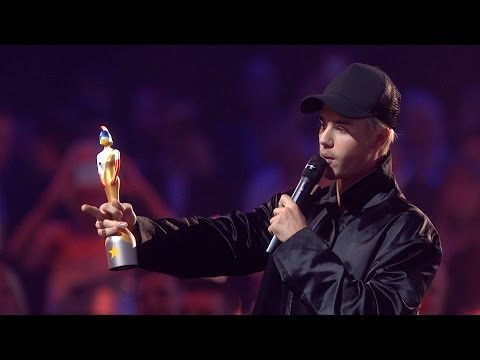 Justin Bieber wins International Male Solo Artist | The BRIT Awards 2016
