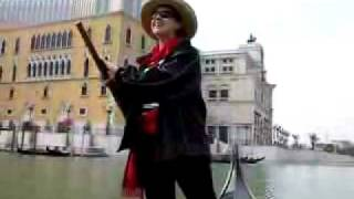 Италия. Один из символов Венеции - гондола.(http://www.town-explorer.ru/venice/ - достопримечательности Венеции на карте, фото и видео., 2011-09-28T06:22:20.000Z)