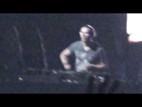Tiësto-(Calvin Harris) I'm not alone/In the dark live @ Coachella 2010