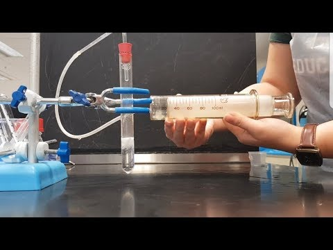 [HD] Collection Of Hydrogen Gas Using Glass Gas Syringe :)