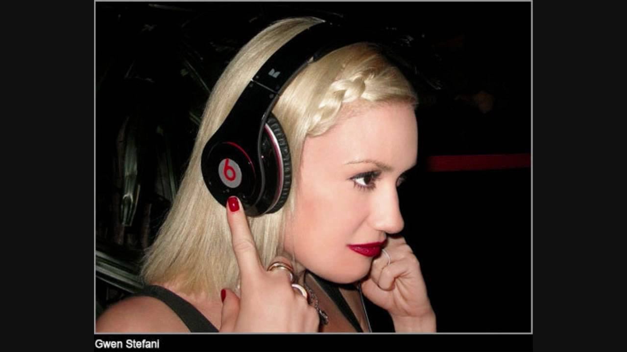 You Make It Feel Like Christmas by Gwen Stefani on Spotify