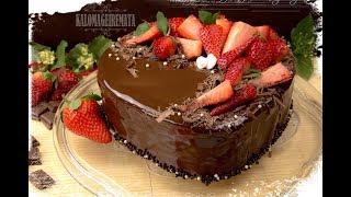 Αφράτη τούρτα σοκολάτα με φράουλες-Chocolate cake with strawberries