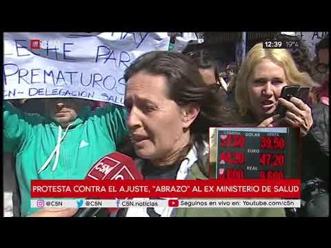 """Protesta contra el ajuste, """"Abrazo"""" al ex Ministerio de salud"""