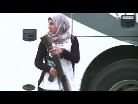 بدء خروج المقاتلين المعارضين من حي الوعر في حمص