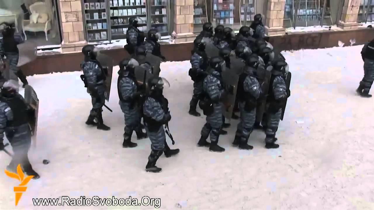 Киев Евромайдан  Штурм, Беркут против митингующих  Улица Грушевского  Революция 22 01 2014