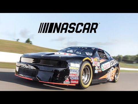 NASCAR Car Review - Here's What It's Like To Drive A Race Car