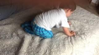 Pedro practica el salto de lucha libre