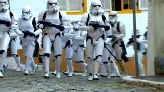 Darth Vader y Soldados Imperiales asustan a Ciudadanos thumbnail