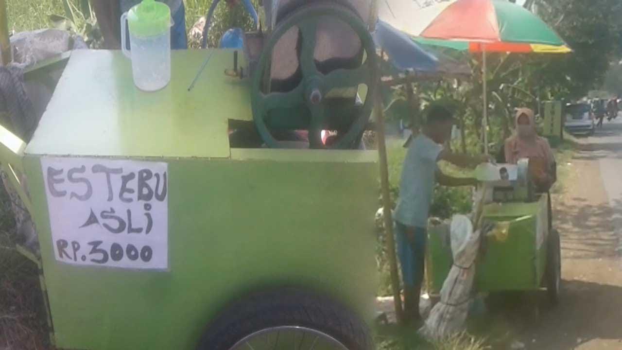 PEKALONGAN Street Food Part 2 .Es Tebu Pinggir Jalan Terlaris Cuman 3000.