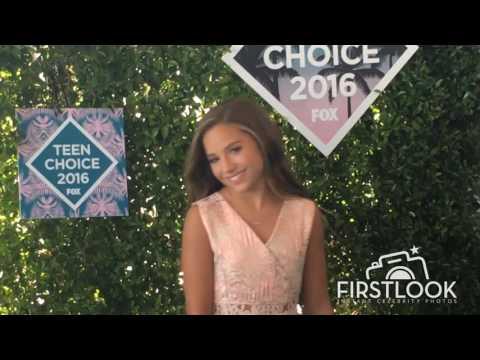 Mackenzie Ziegler at the 2016 Teen Choice Awards