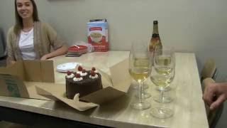 США 4156: Торт, бутылка, красота - что еще нужно для счастья?