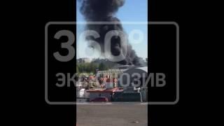 Опубликовано фото пожара на складе с игрушками горит на юге Москвы
