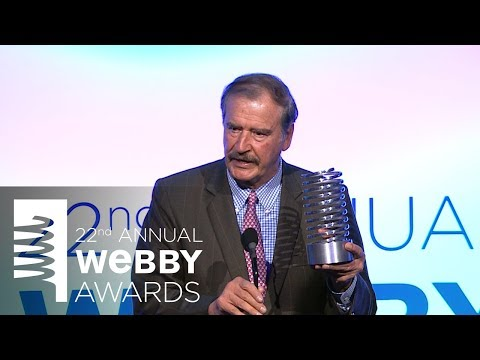 Dewayne Perkins presents to Vicente Fox, accepting best Web Personality with SuperDeluxe