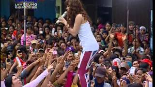 Cover images ZASKIA Live At 100% Ampuh (06-01-2013) Courtesy GLOBAL TV