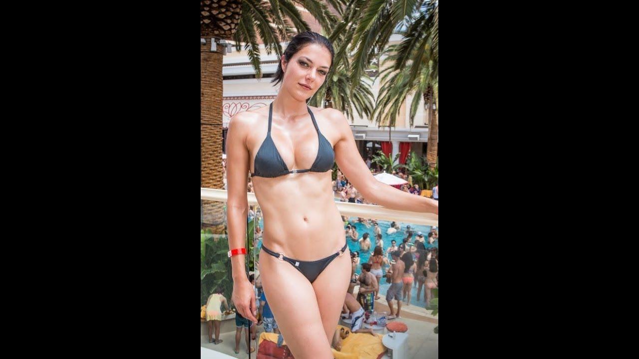 Anna Kendrick in Bikini