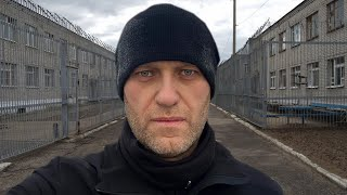 Навальный о жизни в колонии Полумиллионный митинг в России Что думают люди о дворце Путина
