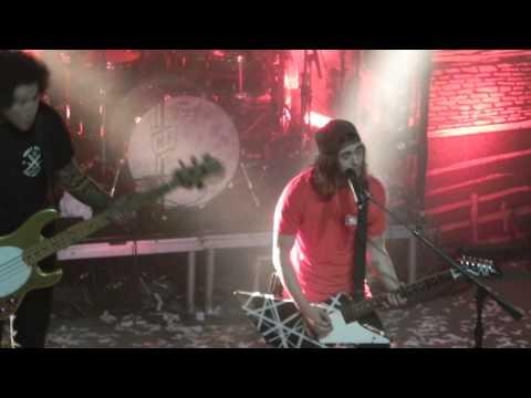 Disasterology (live) - Pierce The Veil