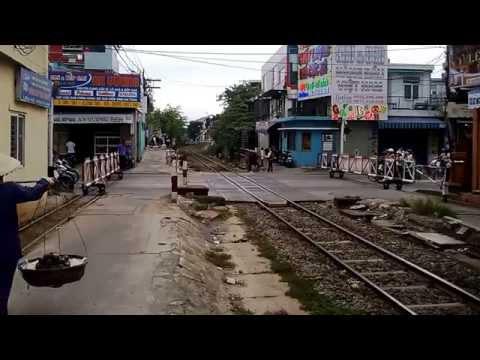 [11.8.2013] D111H Một đoàn tàu hàng vào ga Đà Nẵng