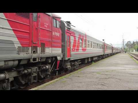 Тепловоз 2ТЭ10М-2947 с поездом №306 Москва – Сухум на станции Гагра