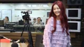 [T-ARA] Jiyeon Qri - JiKyul  HUG AT SSTP (CUTE MOMENT)
