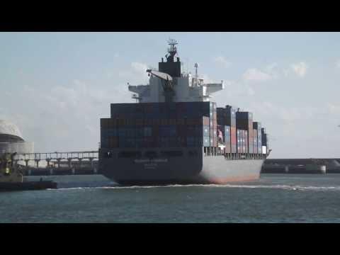 DSCF2495 - Chegada de um navio porta-contentores, ao Porto de Leixões. 23.02.2014