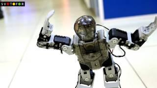 Робот Кожомкул танцует Gangnam Style в интернет-магазине Svetofor(У нас в гостях побывали ученики лицея, создавшие робота Кожомкула, который умеет танцевать Gangnam Style лучше..., 2015-05-15T09:15:42.000Z)
