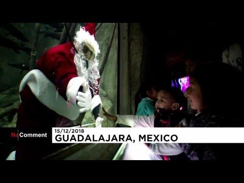سانتا كلاوس في المكسيك يسبح  مع الأسماك  - نشر قبل 9 ساعة