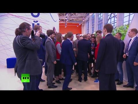 Владимир Путин принимает участие в форуме «Россия — страна возможностей»