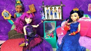 Mal and Evie and The New Princess #1 The Missing Spell Book - Uma - Ursula - Ben - Descendants 2 New