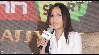 Soundarya : Rajini was awkward during romance scenes with Deepika | Kochadaiyaan Interview