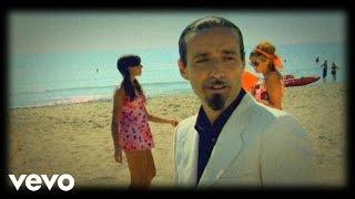 Смотреть клип Daniele Silvestri - Una Giornata Al Mare