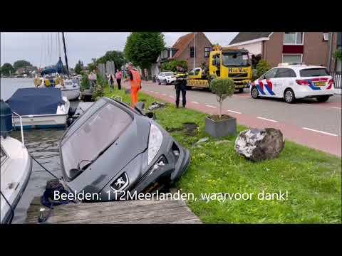 Auto te water in Rijsenhout