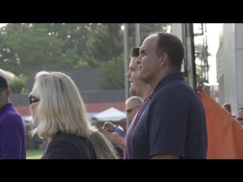 Bruce Matthews watches his son, Mike, during camp